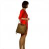 Lekka zamszowa torebka na ramię ozdobnymi frędzlami taupe