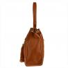 Skórzana torba na ramię camel z ćwiekami z zamszową klapą